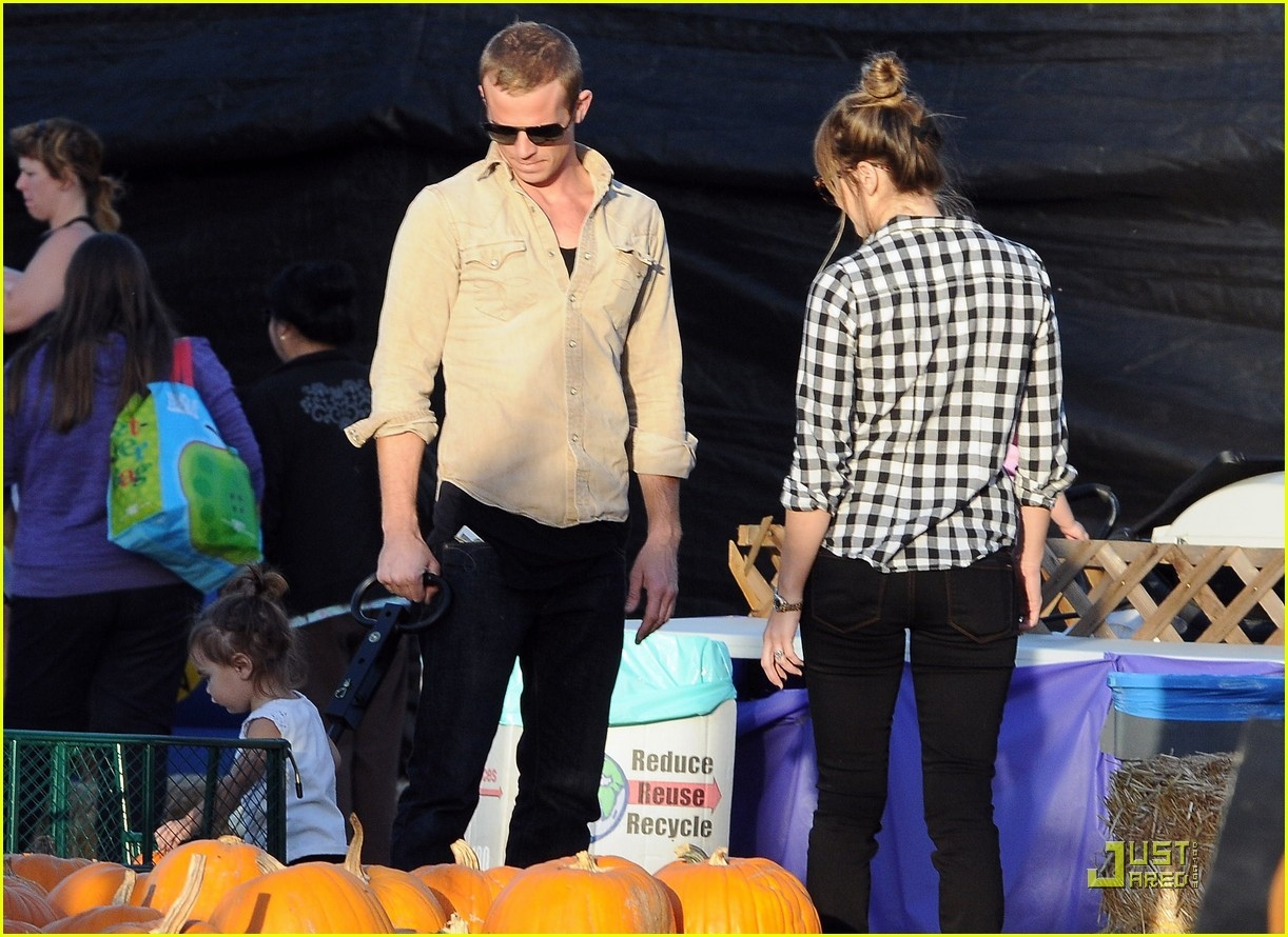 cam gigandet visits a pumpkin patch 12