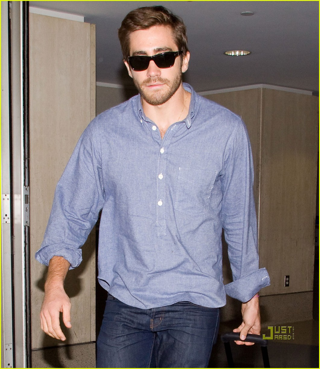 jake gyllenhaal blue shirt lax 05