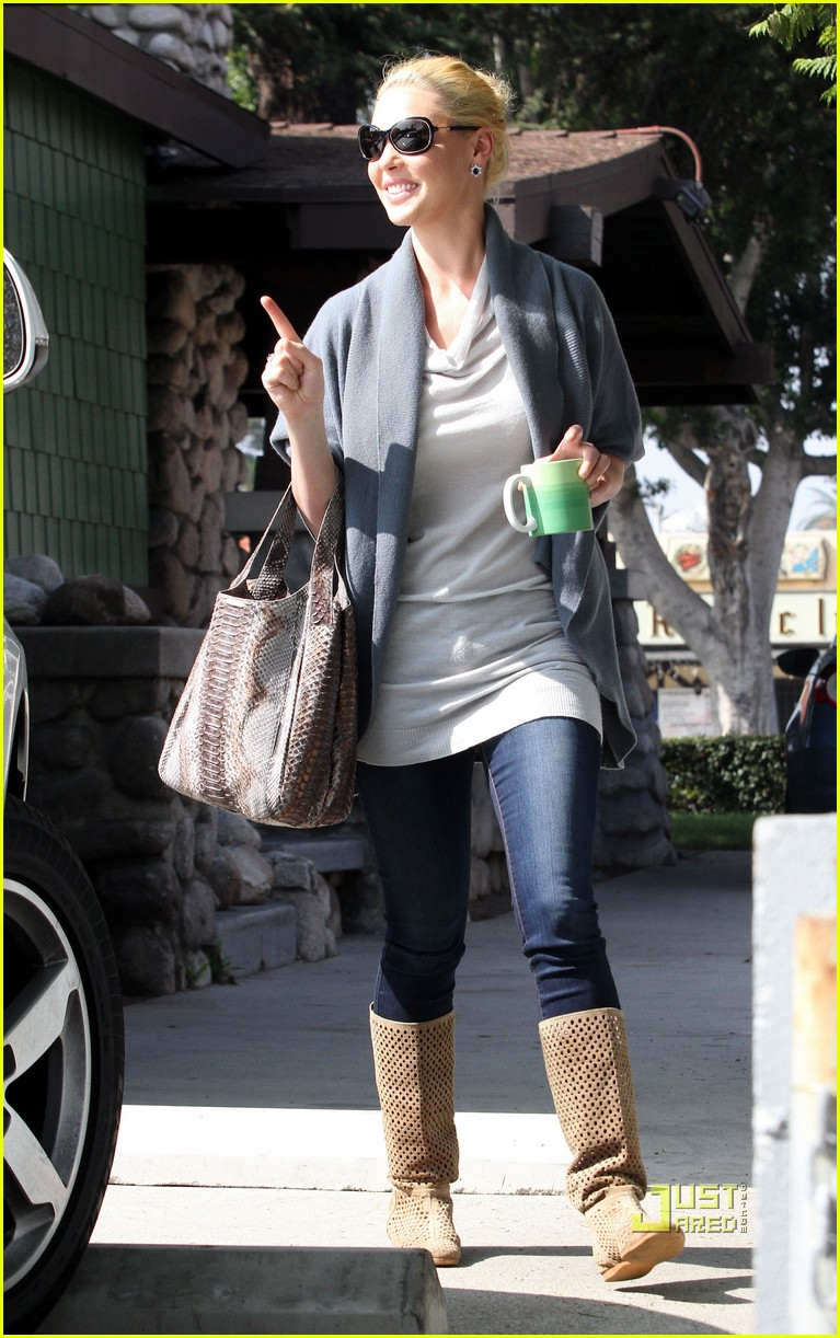 katherine heigl takes her coffee to go 10