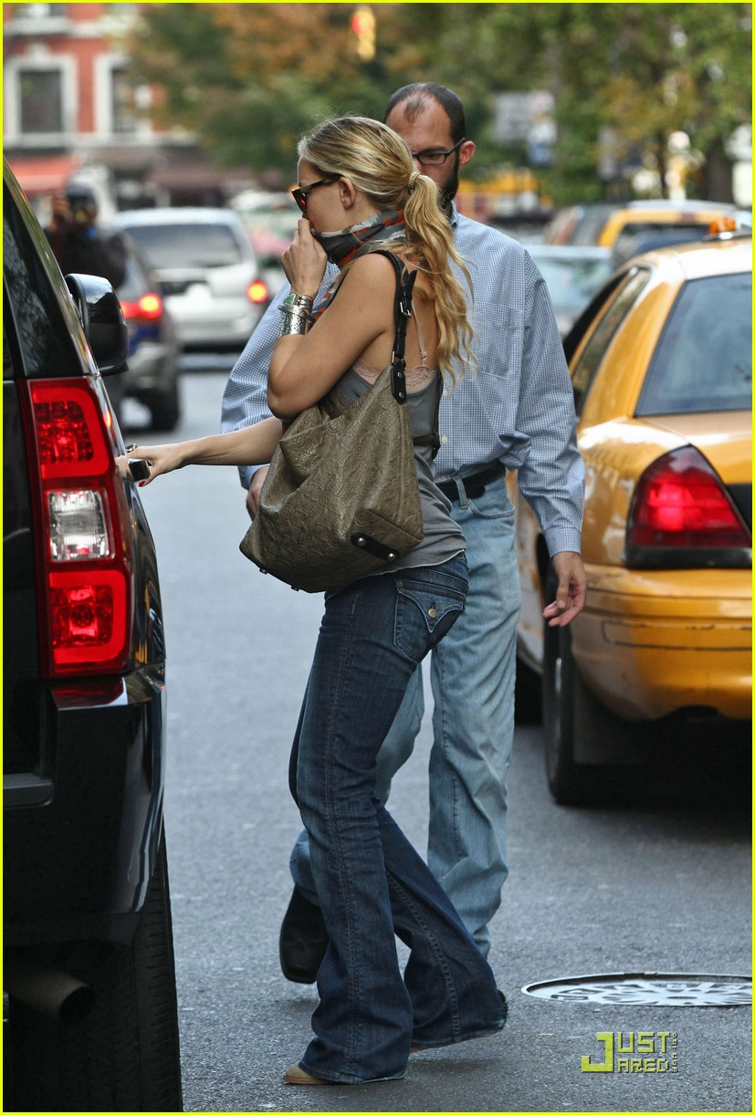 kate hudson everybody needs a hug 042490702