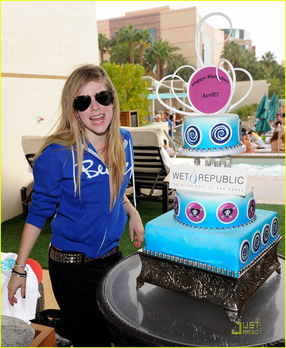avril lavigne birthday 12