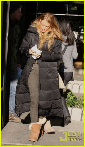 blake lively leighton meester bundle up gossip girl 03