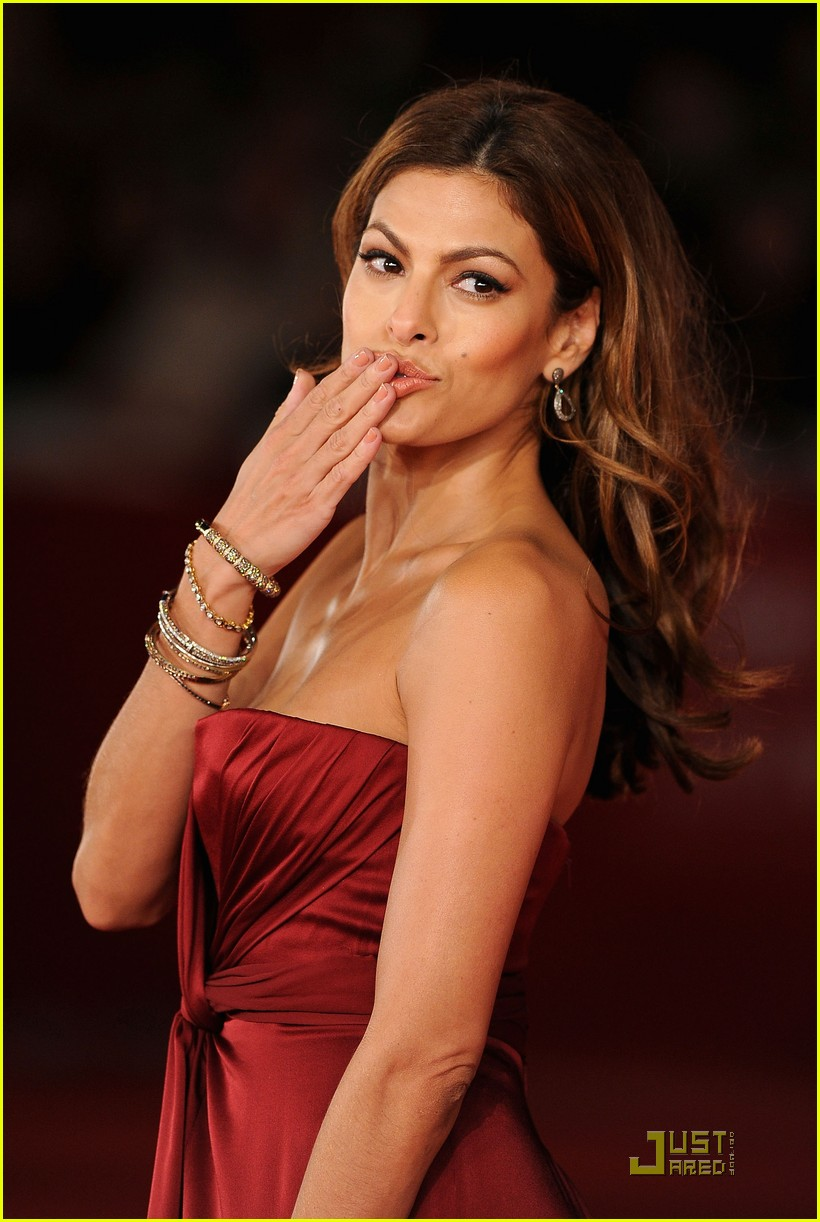 eva mendes red hot 01