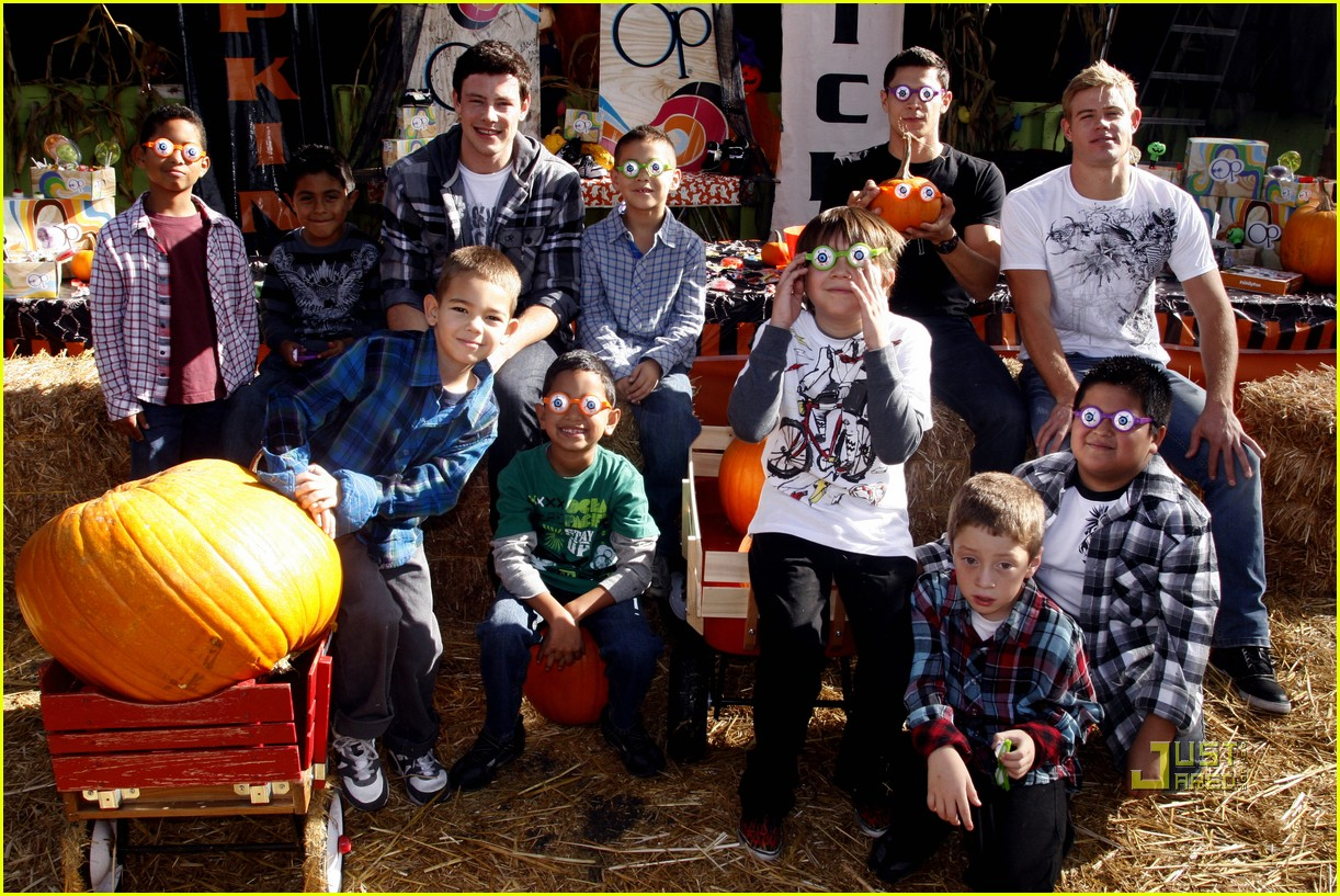 cory monteith trevor donovan alex meraz pumpkin patch 04
