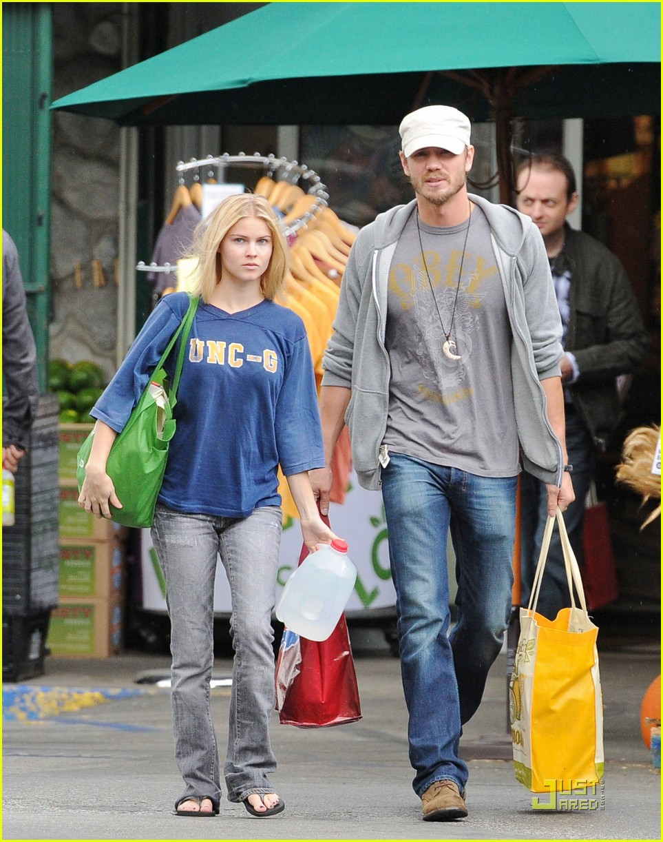 chad michael murray dog walk 01