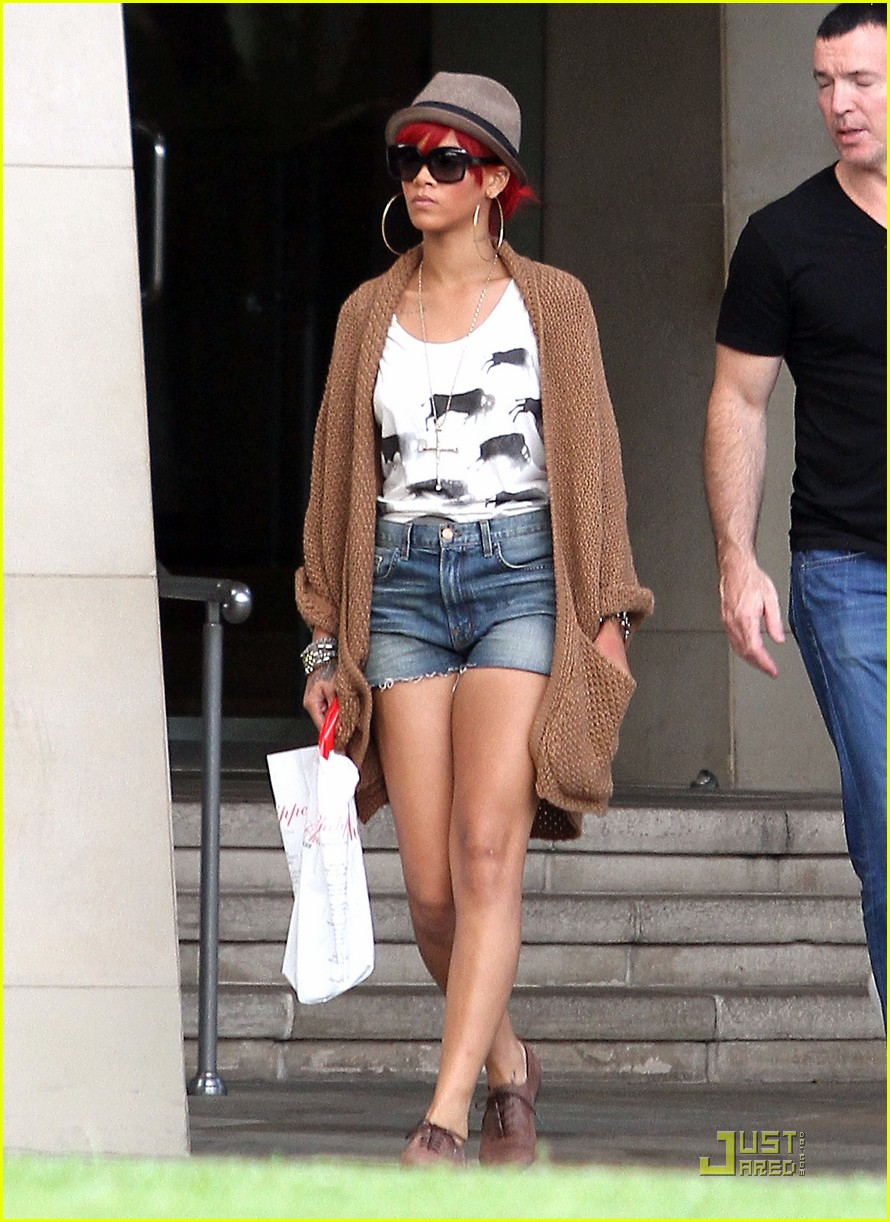 rihanna bev hills hotel 03