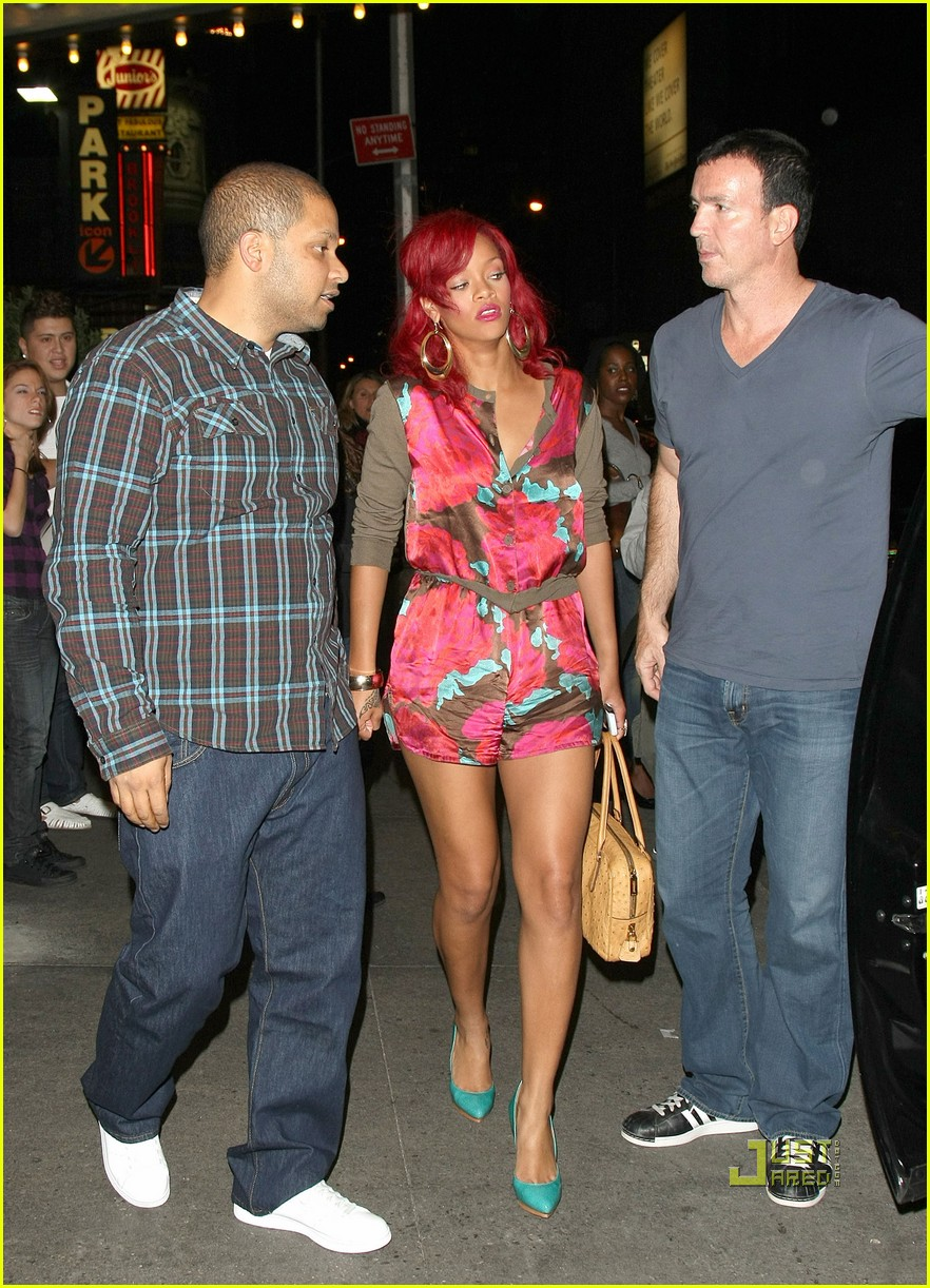 rihanna mtv studios fan friendly 042491305