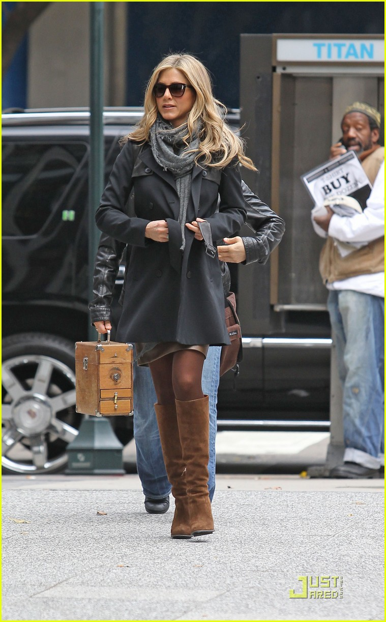 jennifer aniston boots 01