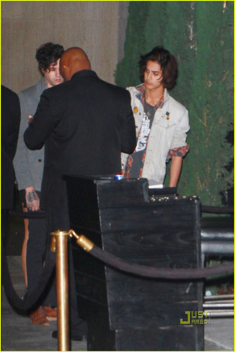 avan jogia miley cyrus 01