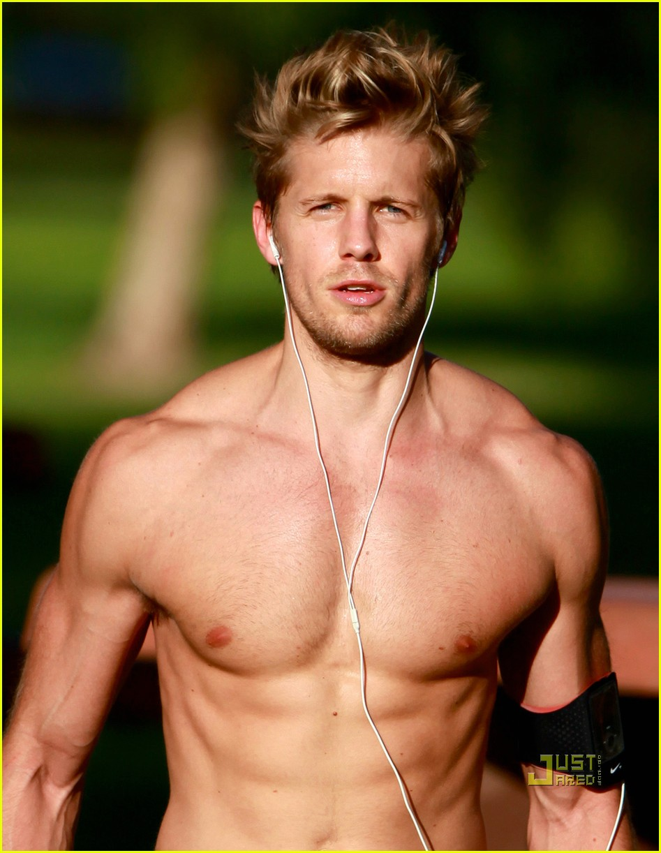 matt barr shirtless workout 01