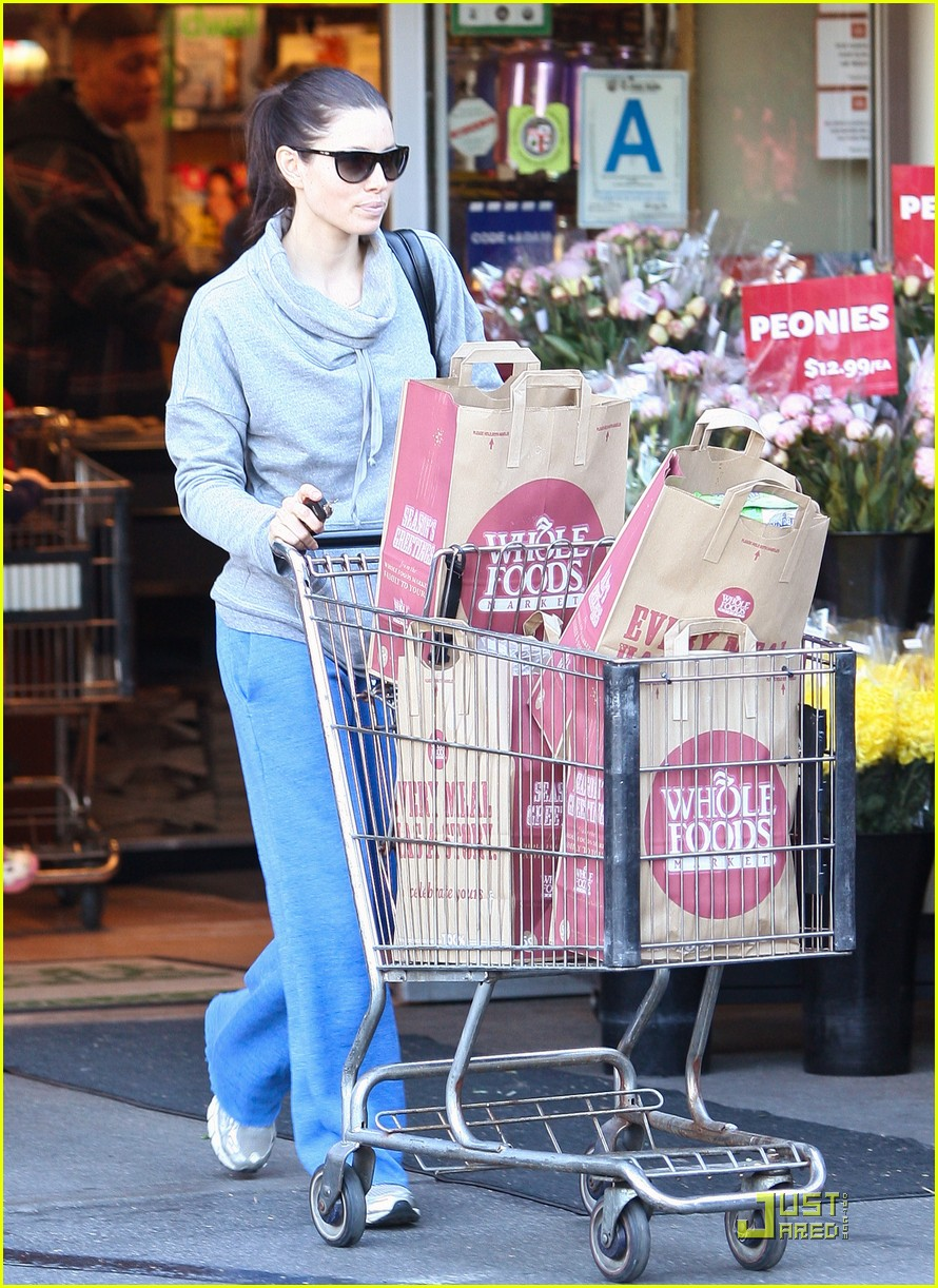 jessica biel whole foods shopper 082499625