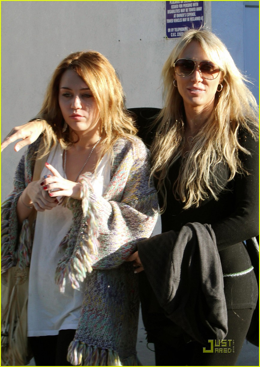 miley cyrus pampered mom 04