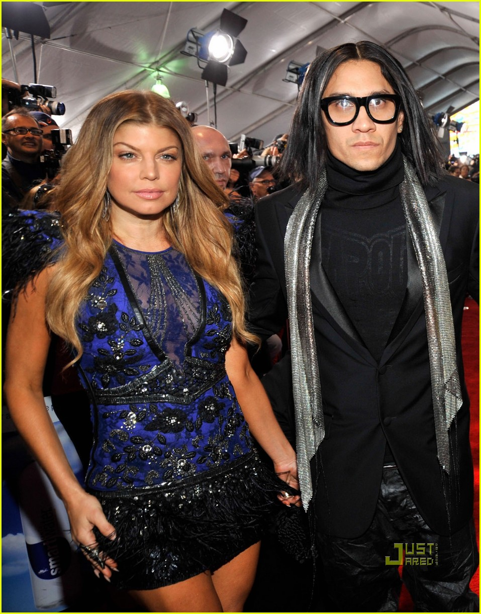 fergie amas red carpet 2010 02