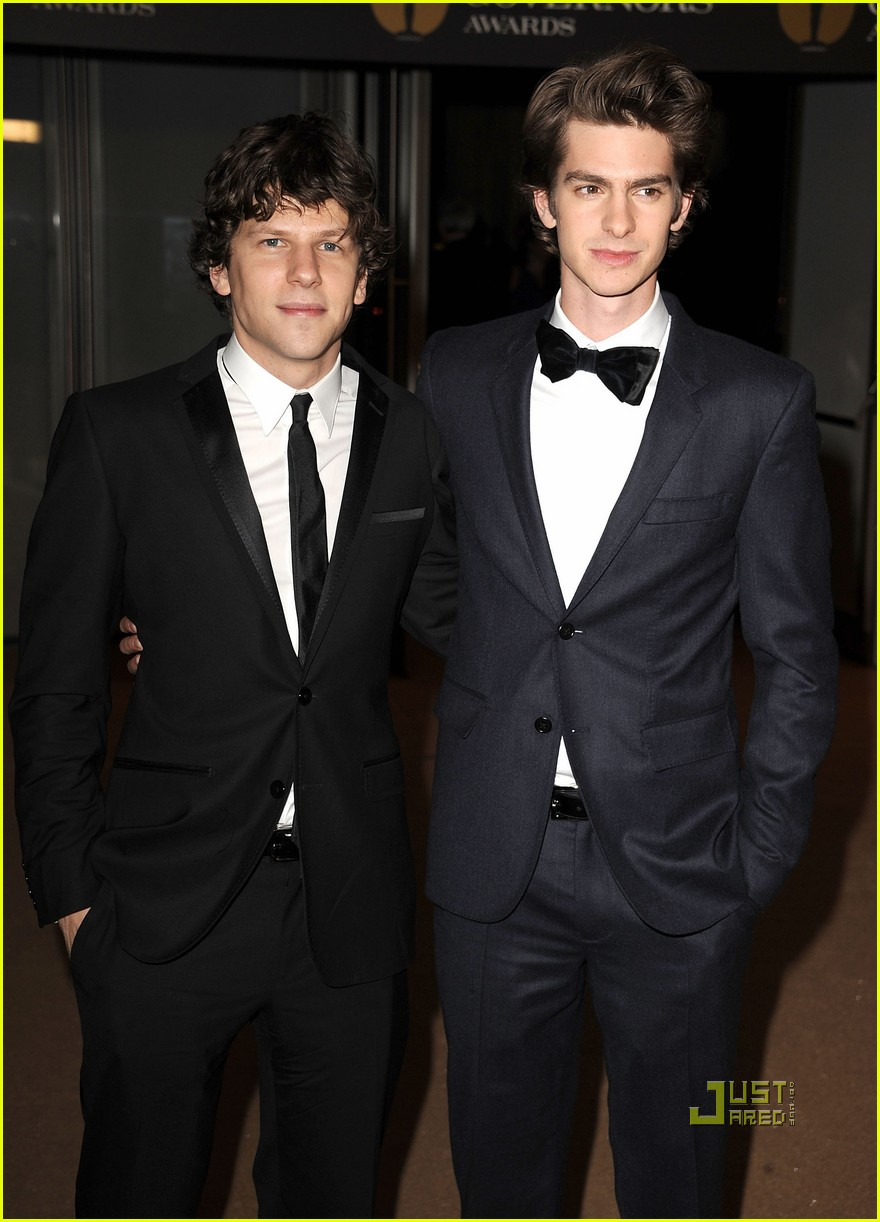 andrew garfield governors awards with jesse eisenberg 01