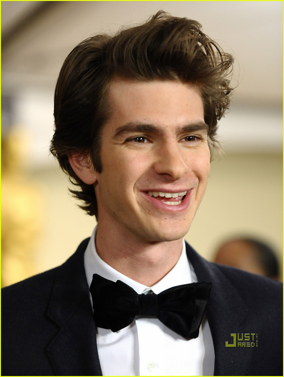 andrew garfield governors awards with jesse eisenberg 02