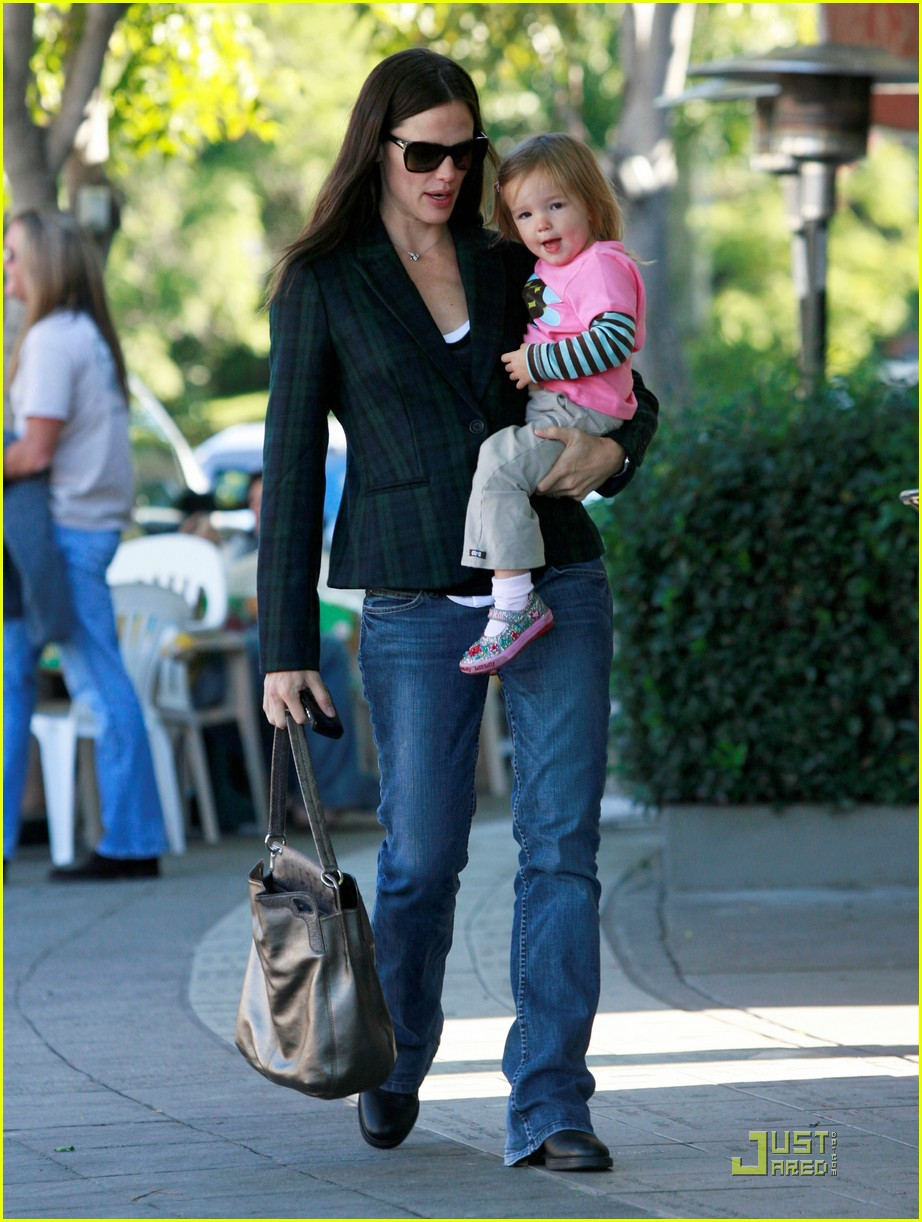 jennifer garner seraphina breakfast 01