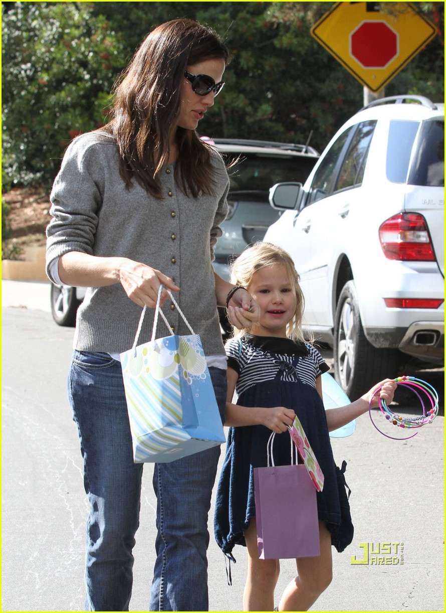 jennifer garner is violets soccer mom 21