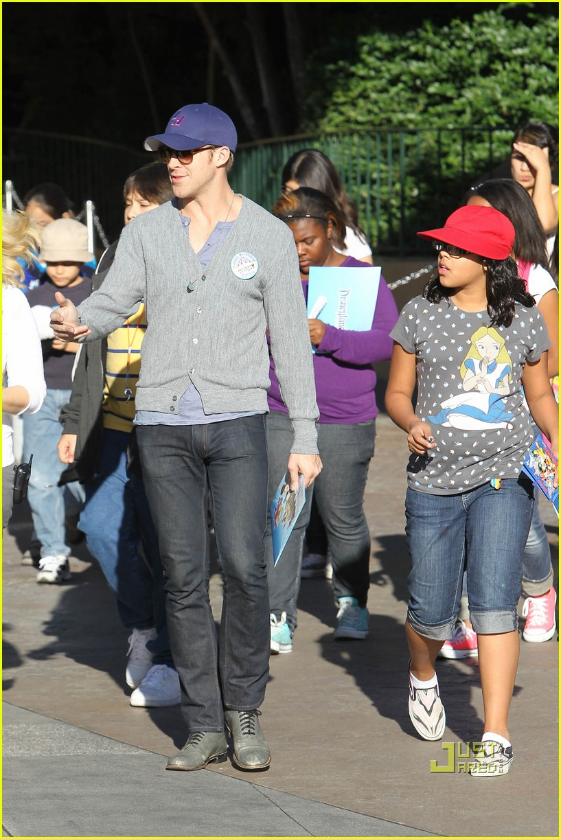 ryan gosling birthday boy at disneyland 08