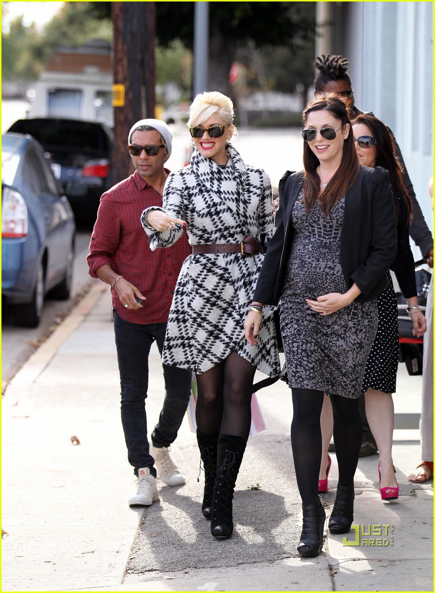 gwen stefani baby shower for erin lokitz 06