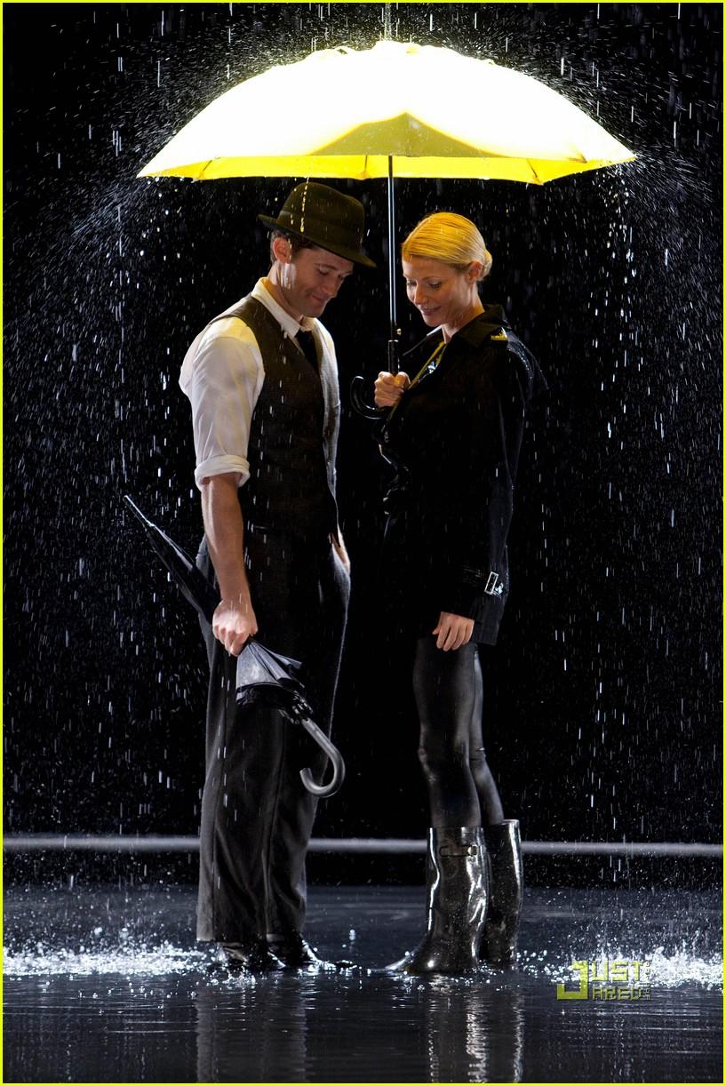 gwyneth paltrow rihanna umbrella 02
