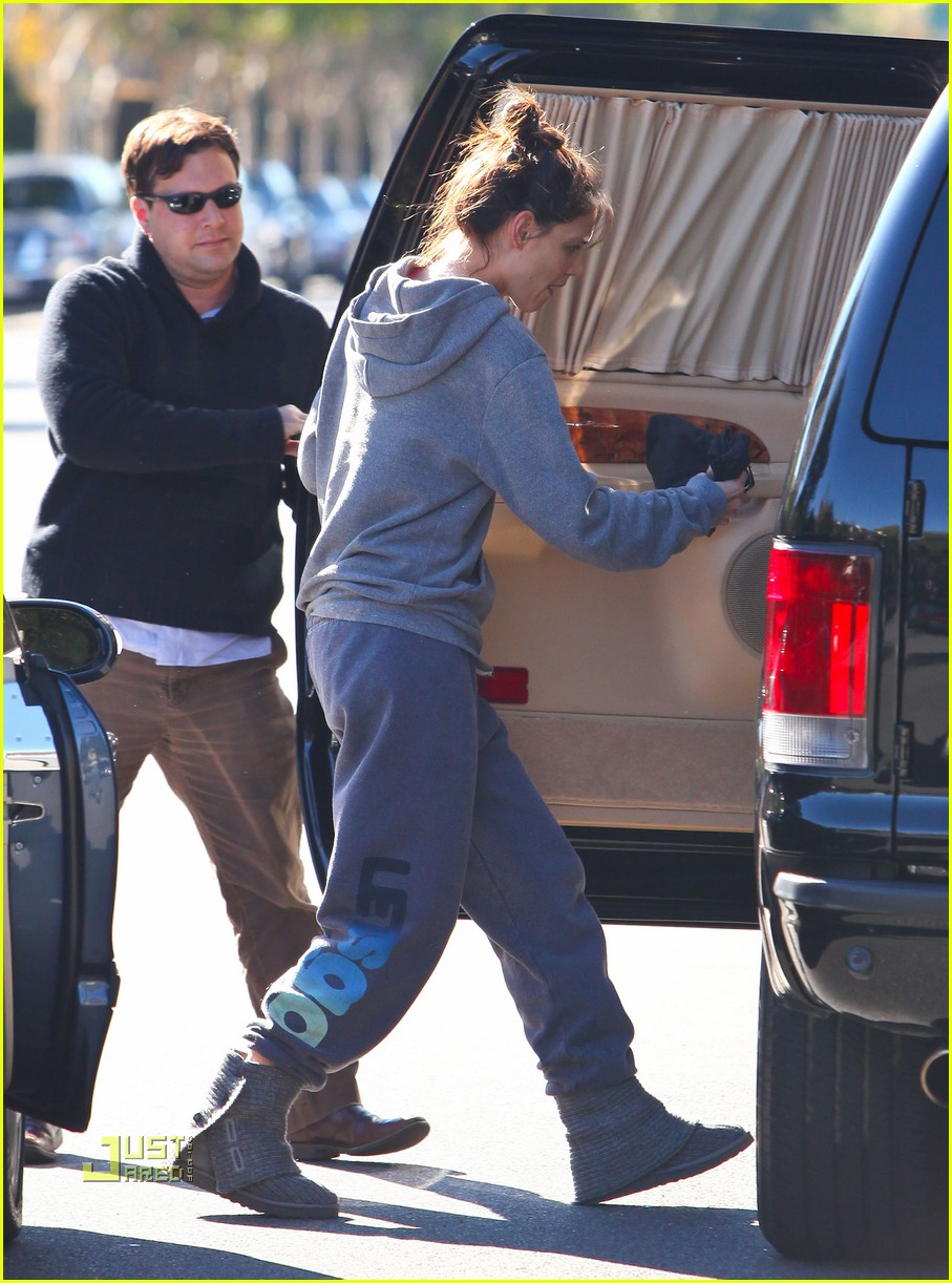 katie holmes lets go workout wear 05