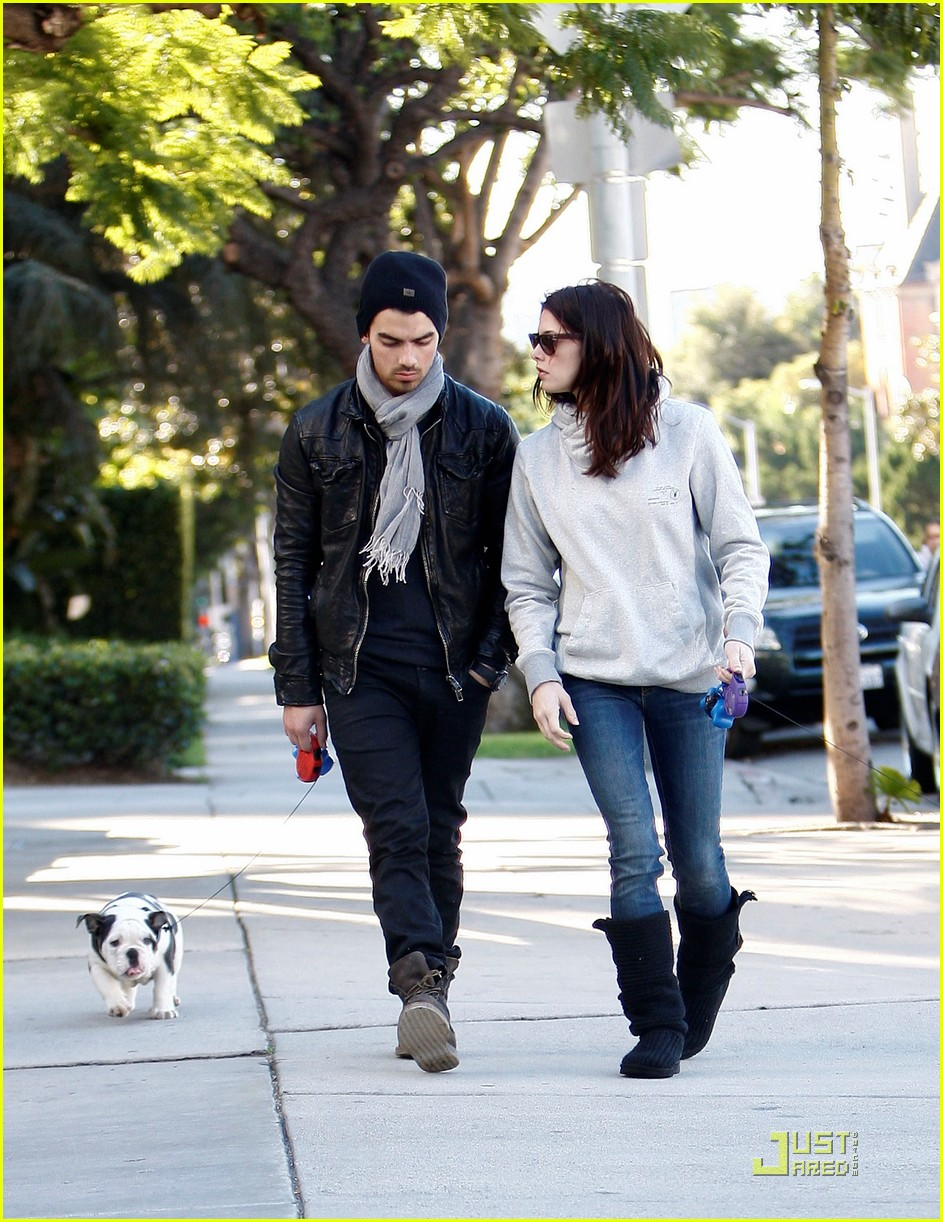 joe jonas ashley greene hollywood 06