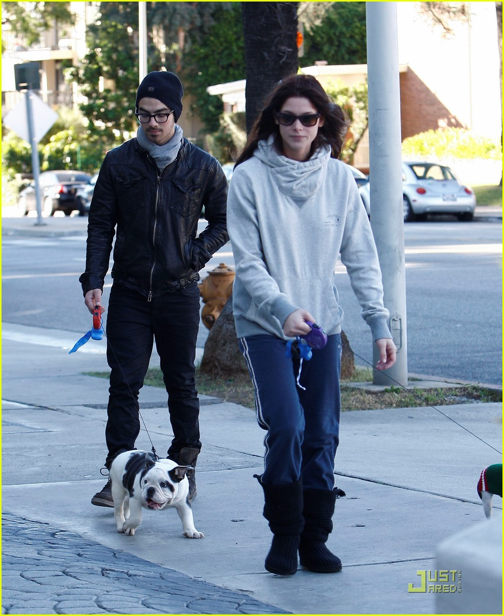 joe jonas ashley greene hollywood 07