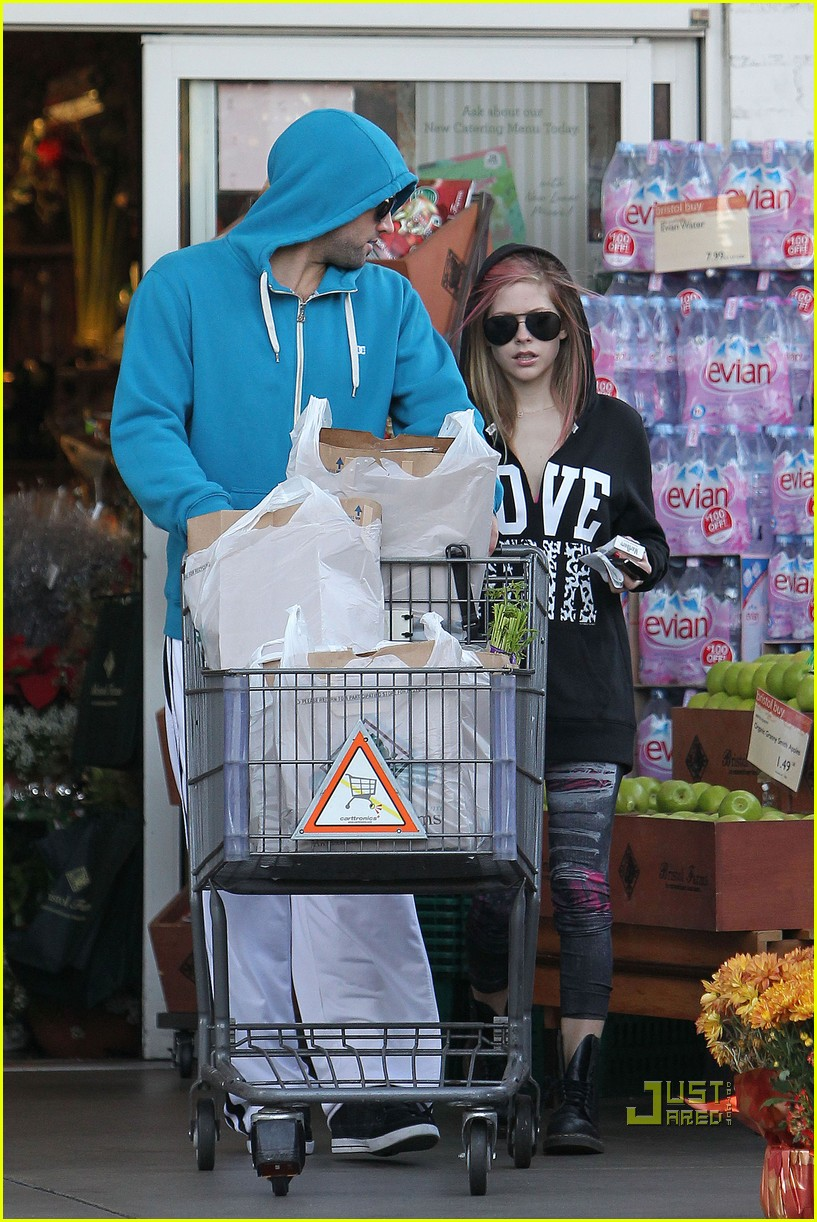 avril lavigne hoodies aviators groceries 12