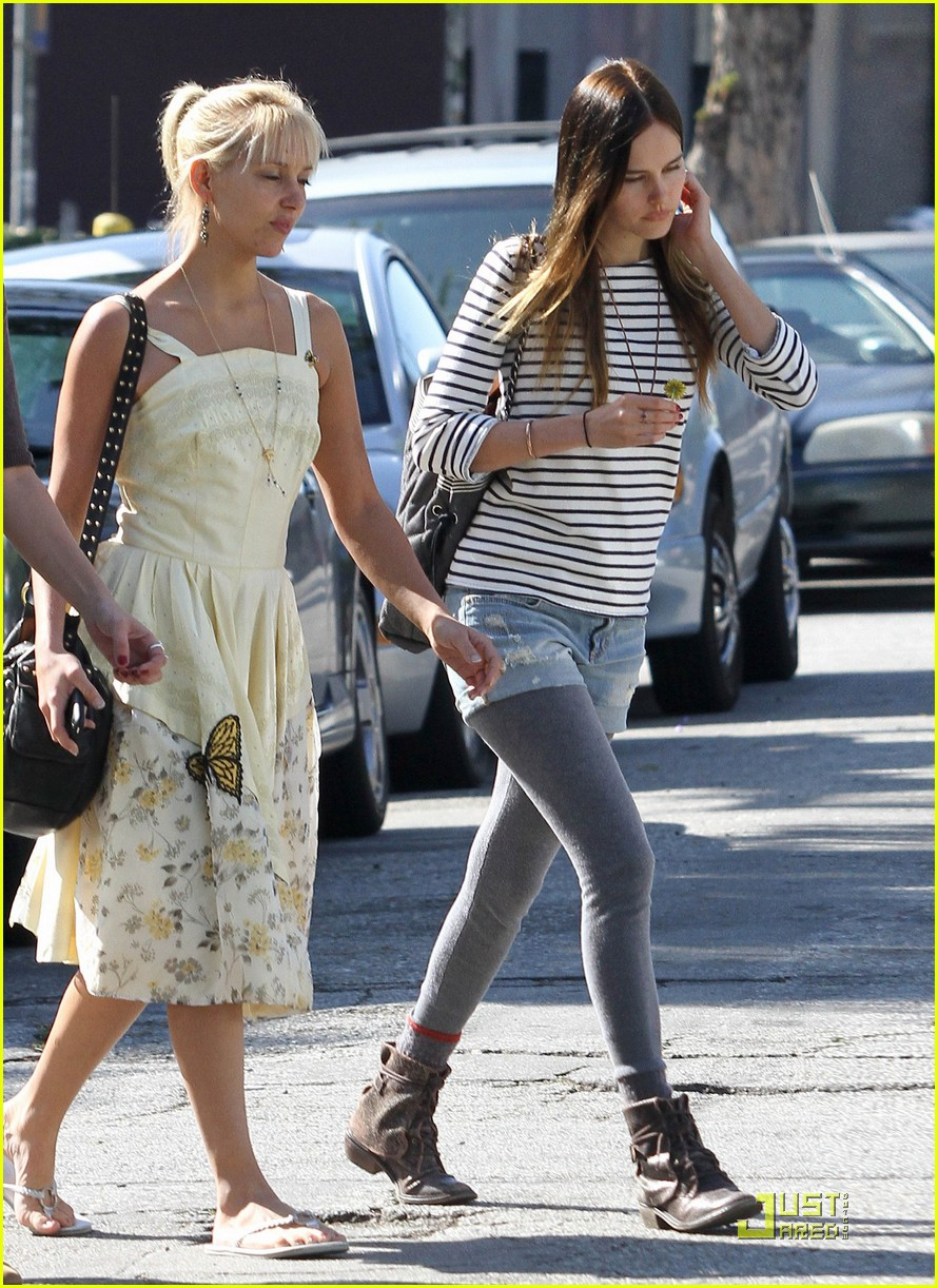 Photo of Isabel Lucas & her friend   -