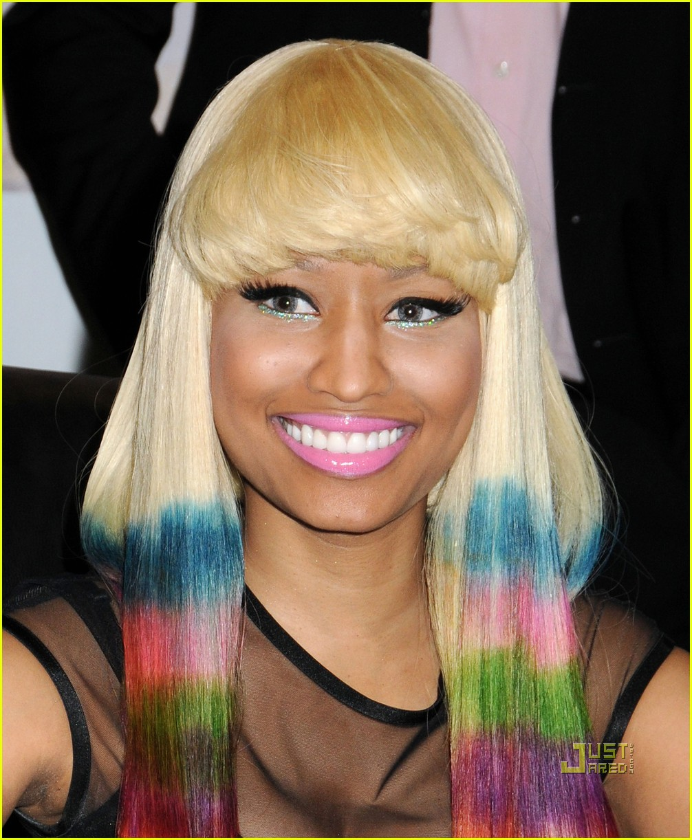 Прически с разными цветами волос фото