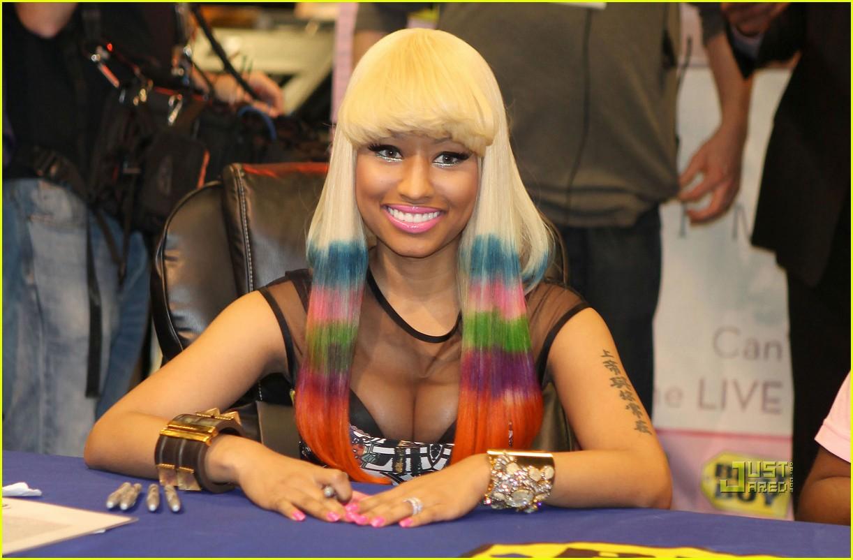 nicki minaj rainbow hair at album signing 05
