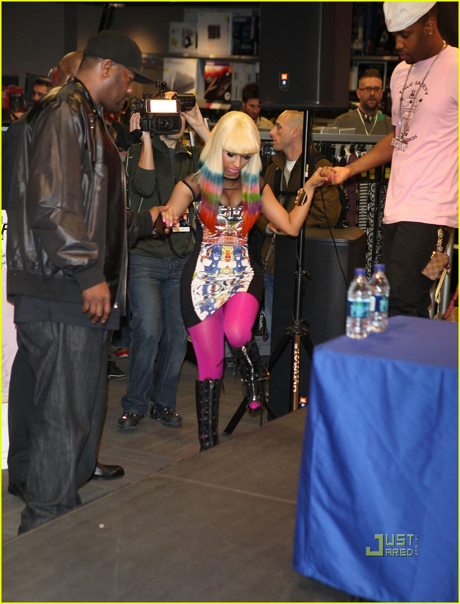 nicki minaj rainbow hair at album signing 11