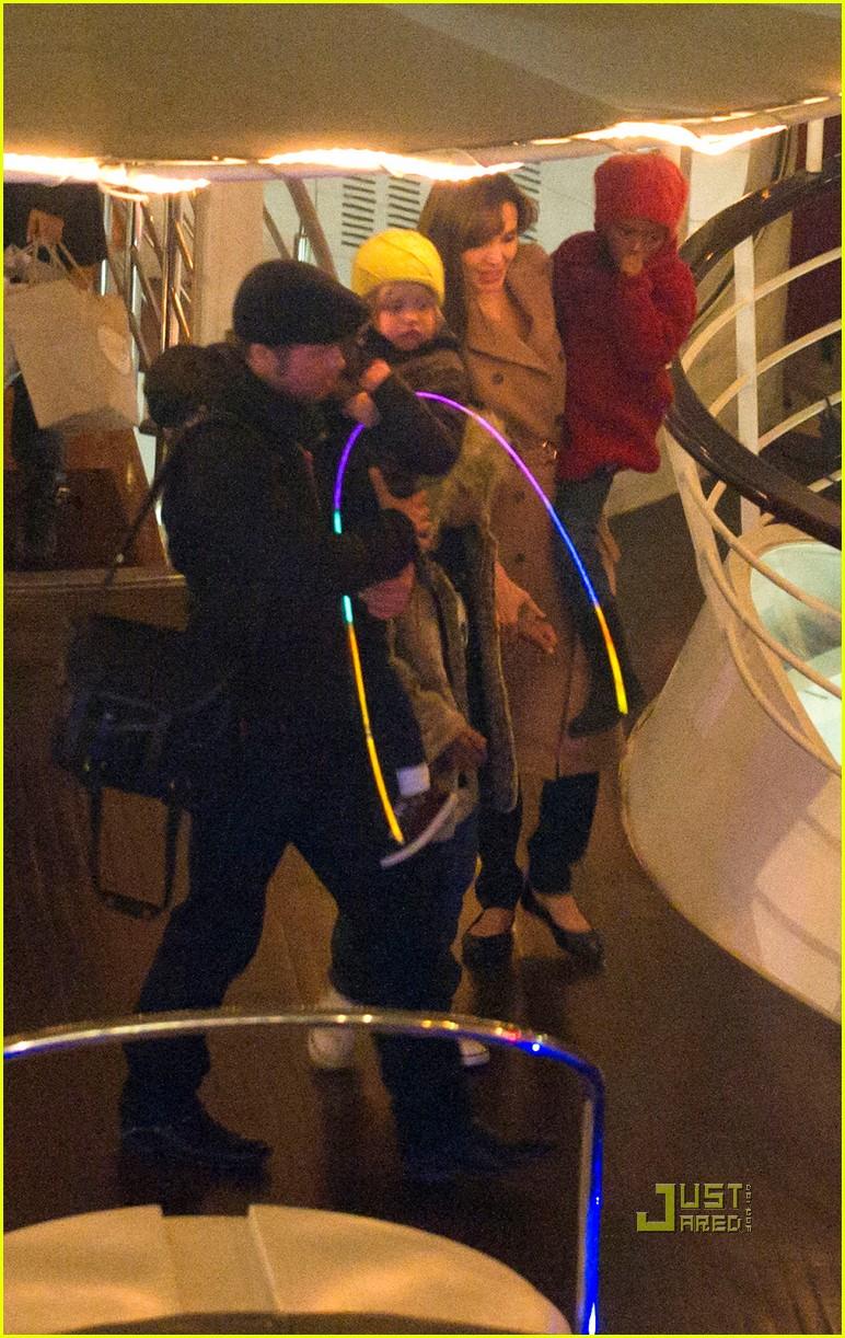 brad pitt angelina jolie pax birthday boat 13