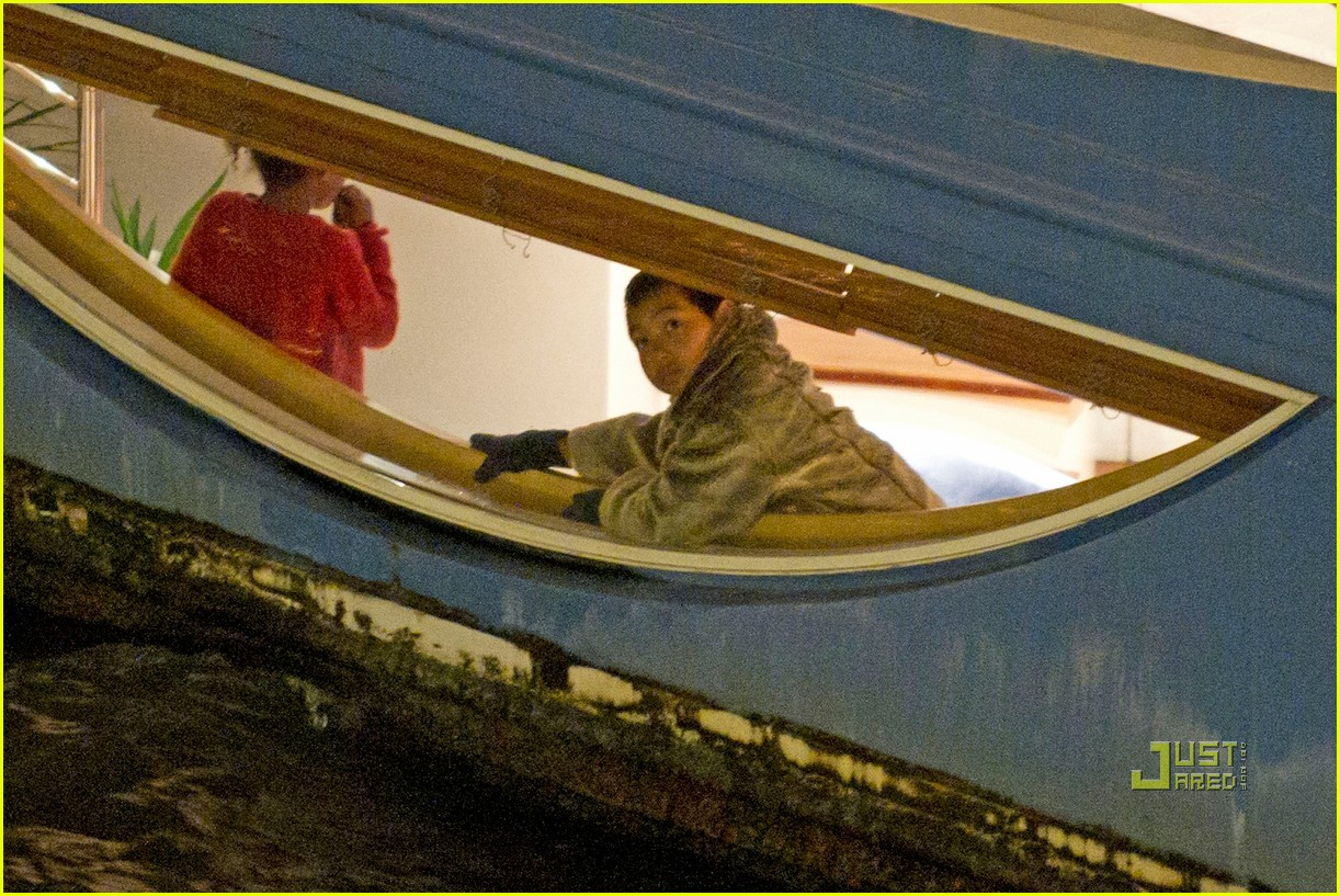 brad pitt angelina jolie pax birthday boat 19