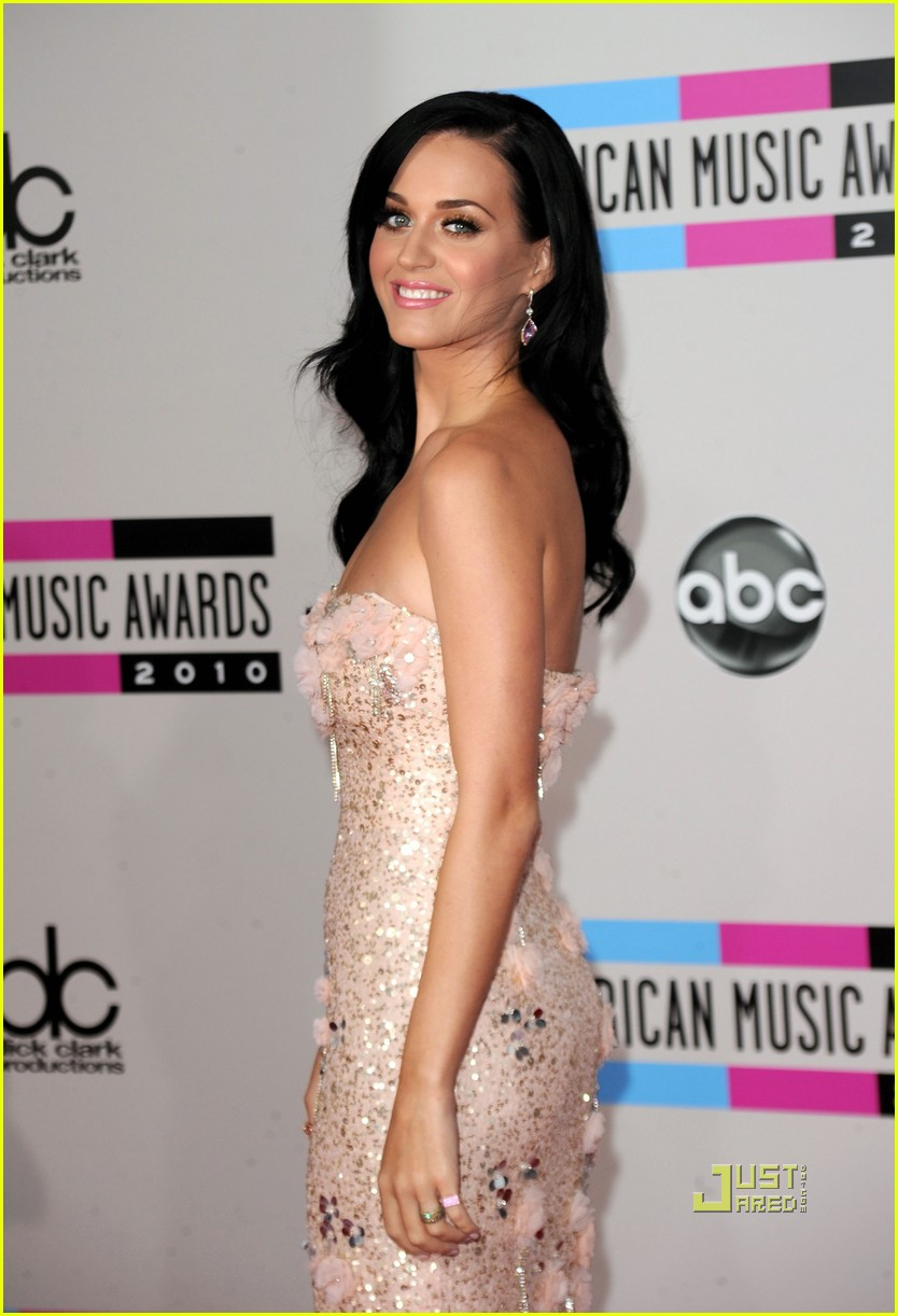 katy perry amas red carpet 2010 03
