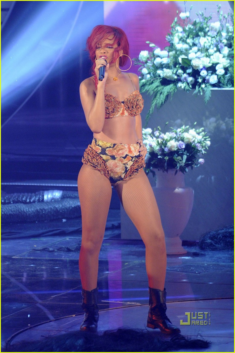 rihanna x factor italia performance 13