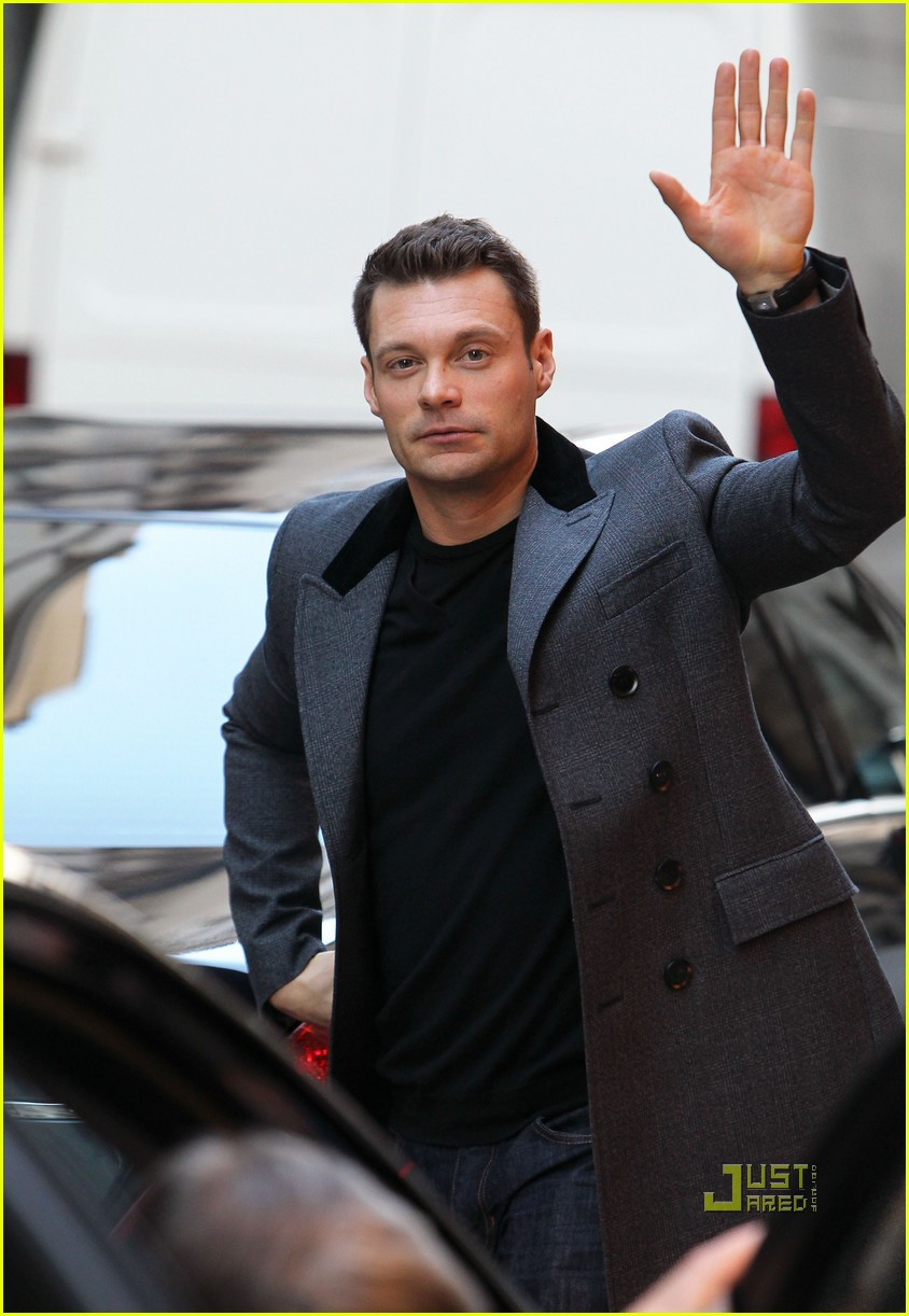 ryan seacrest julianne hough black friday 18