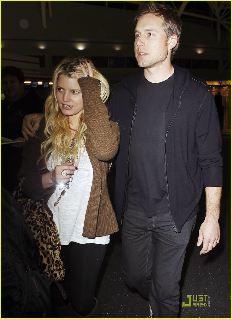 jessica simpson eric johnson celebrate their engagement 01