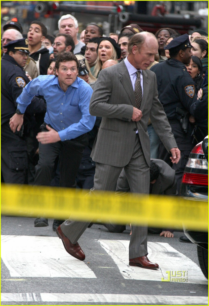 sam worthington lunges at ed harris for man on a ledge 02