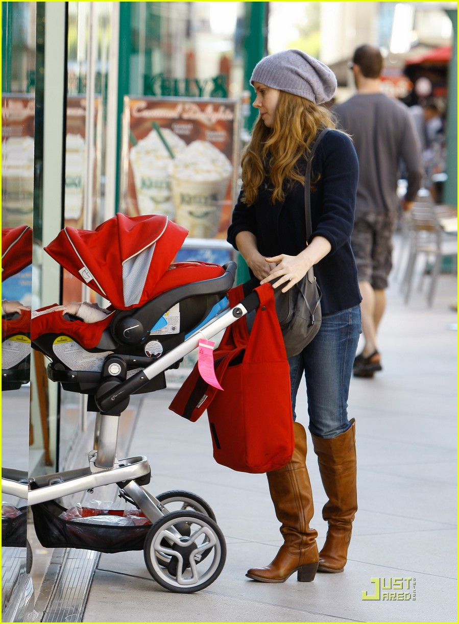 amy adams christmas shopping darren le gallo 03