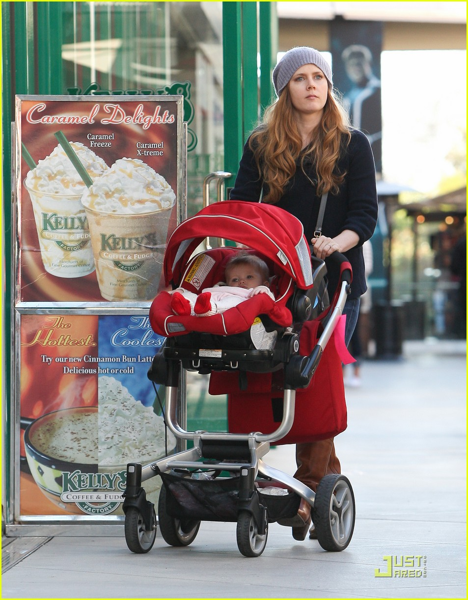 amy adams christmas shopping darren le gallo 13