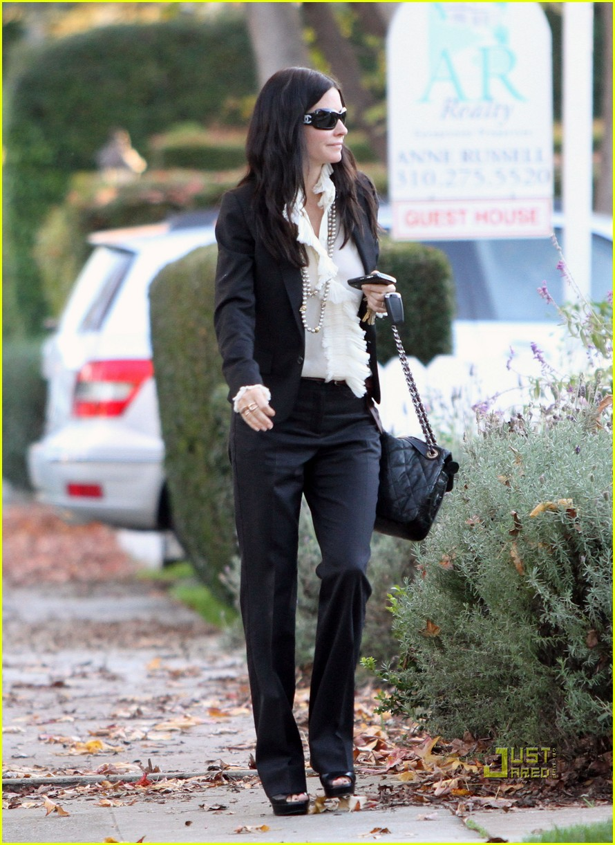 courteney cox christmas eve party 03