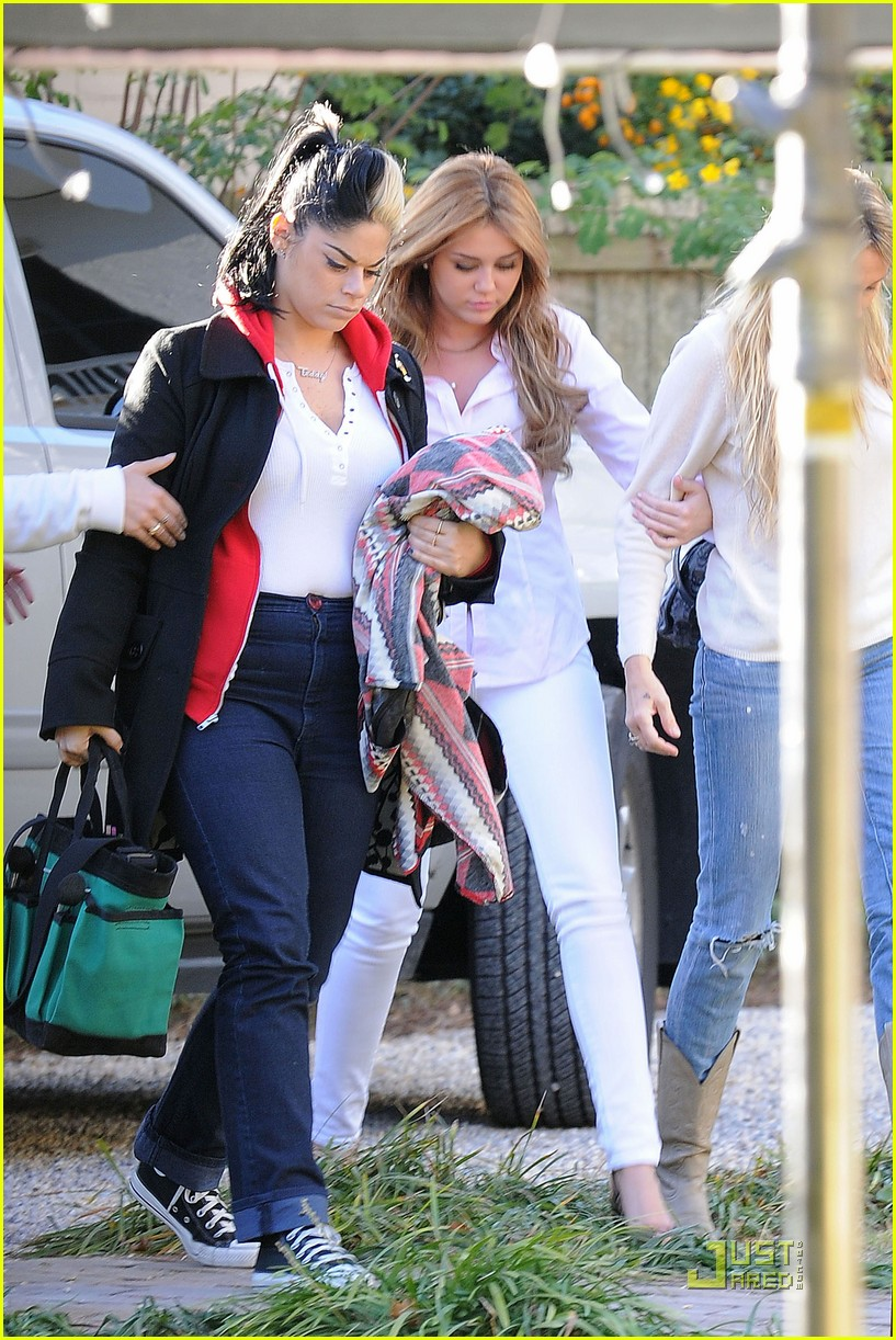 miley cyrus so undercover mom 09