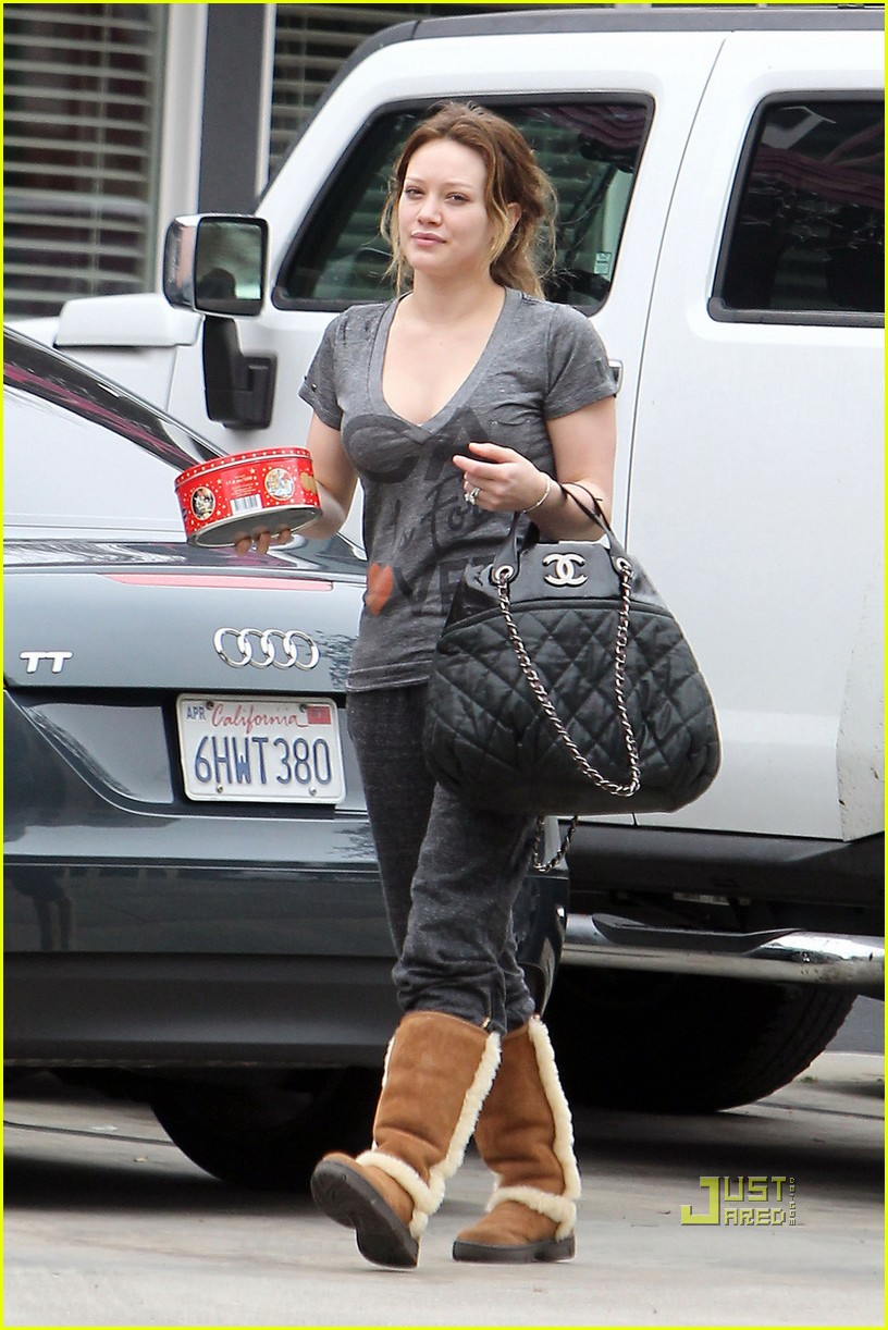 hilary duff pilates class christmas cookies 04