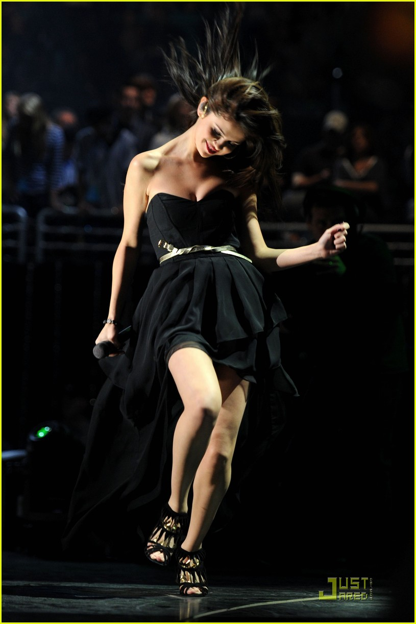 selena gomez z100 jingle ball performance 062502567