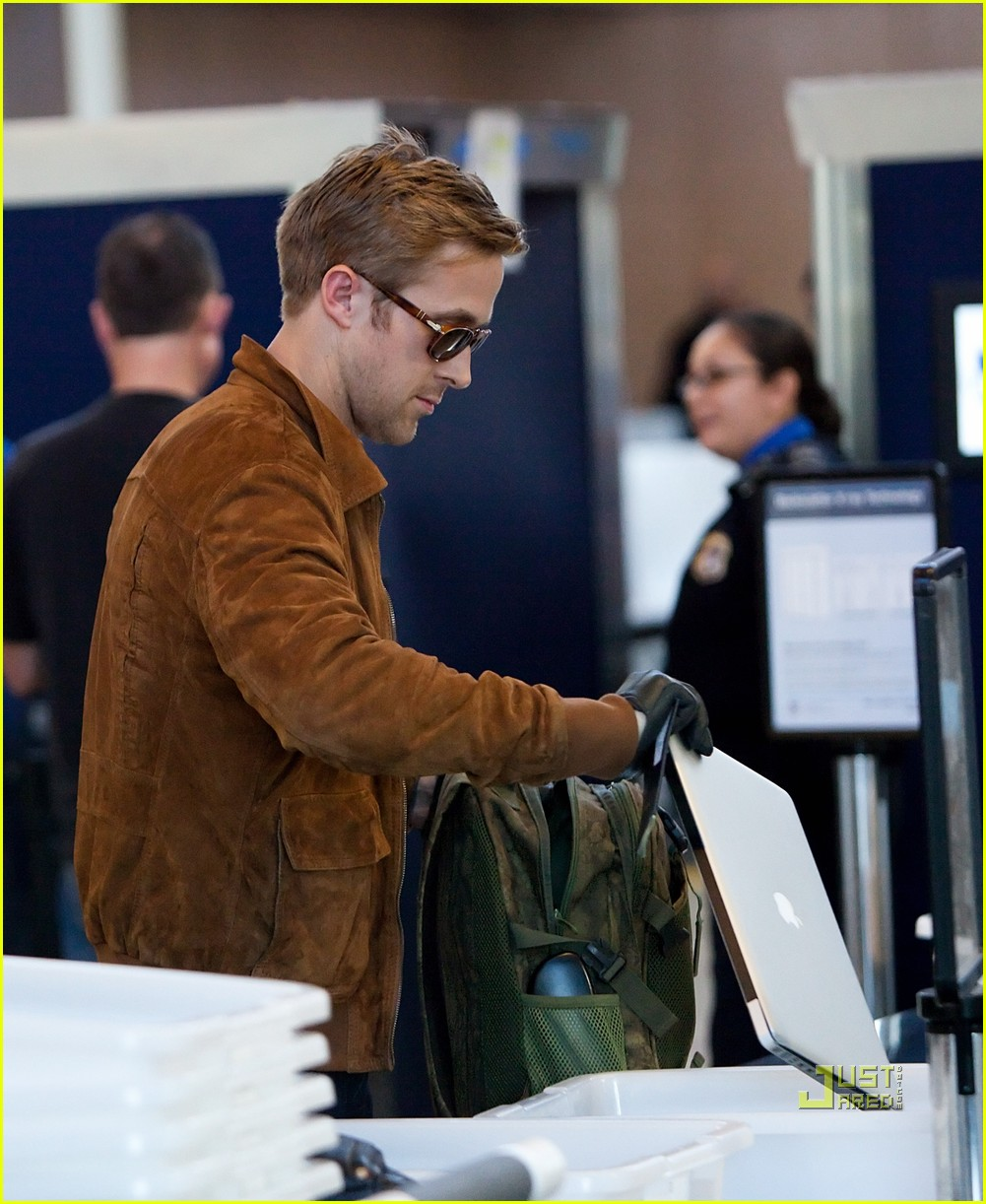 ryan gosling tsa patdown lax 02