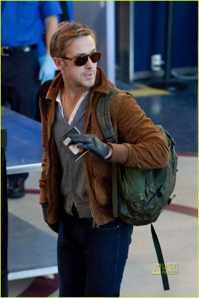 ryan gosling tsa patdown lax 07