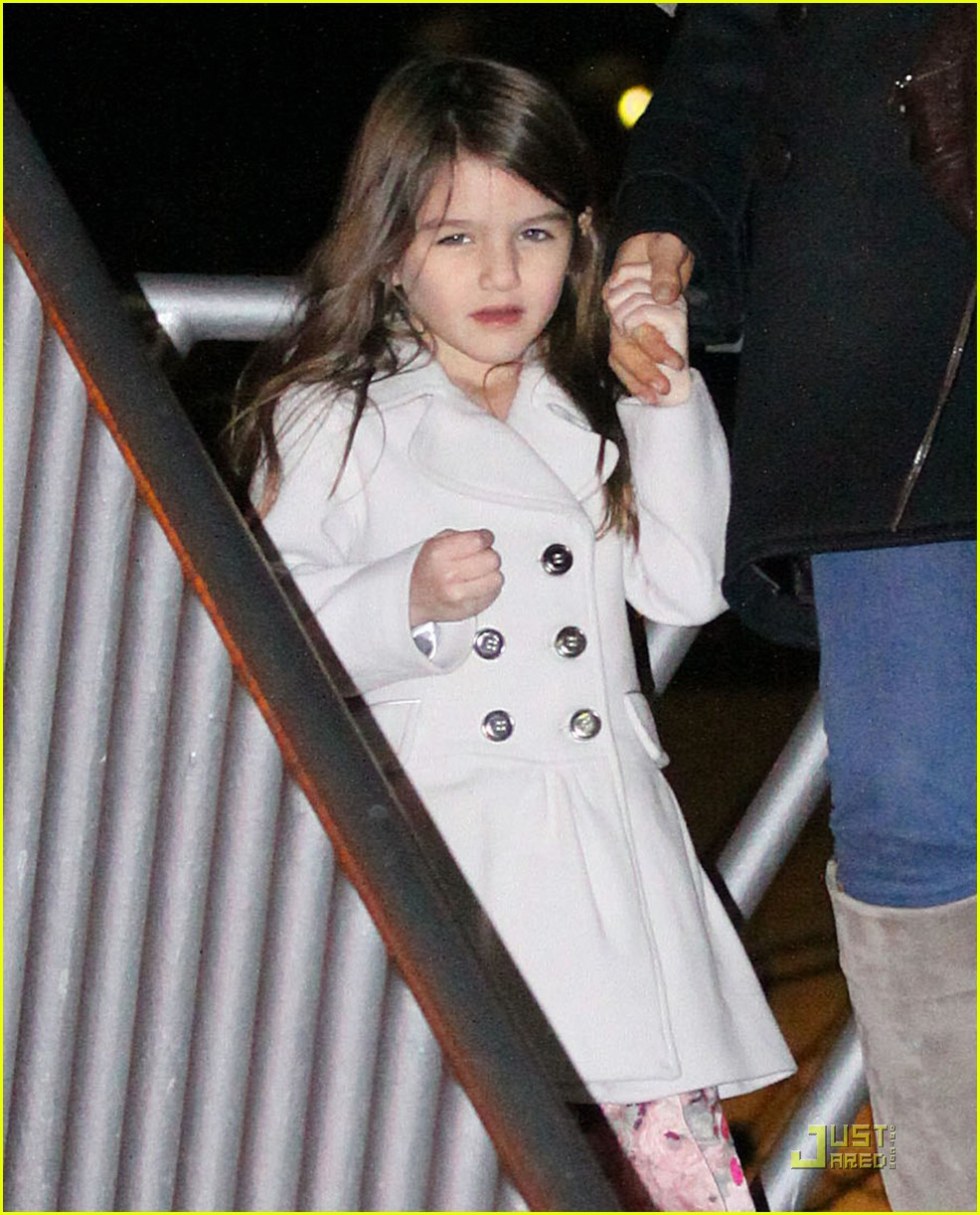 katie holmes suri cruise christmas train twosome 04