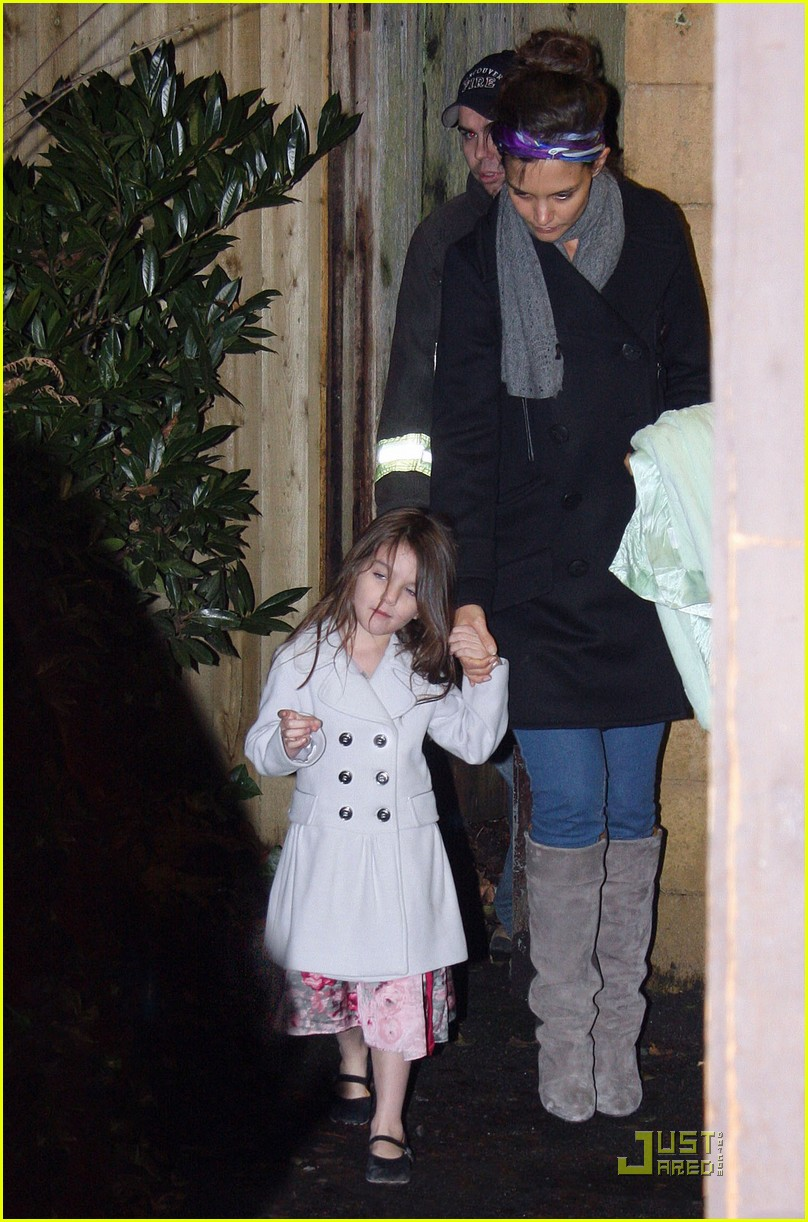 katie holmes suri cruise christmas train twosome 07