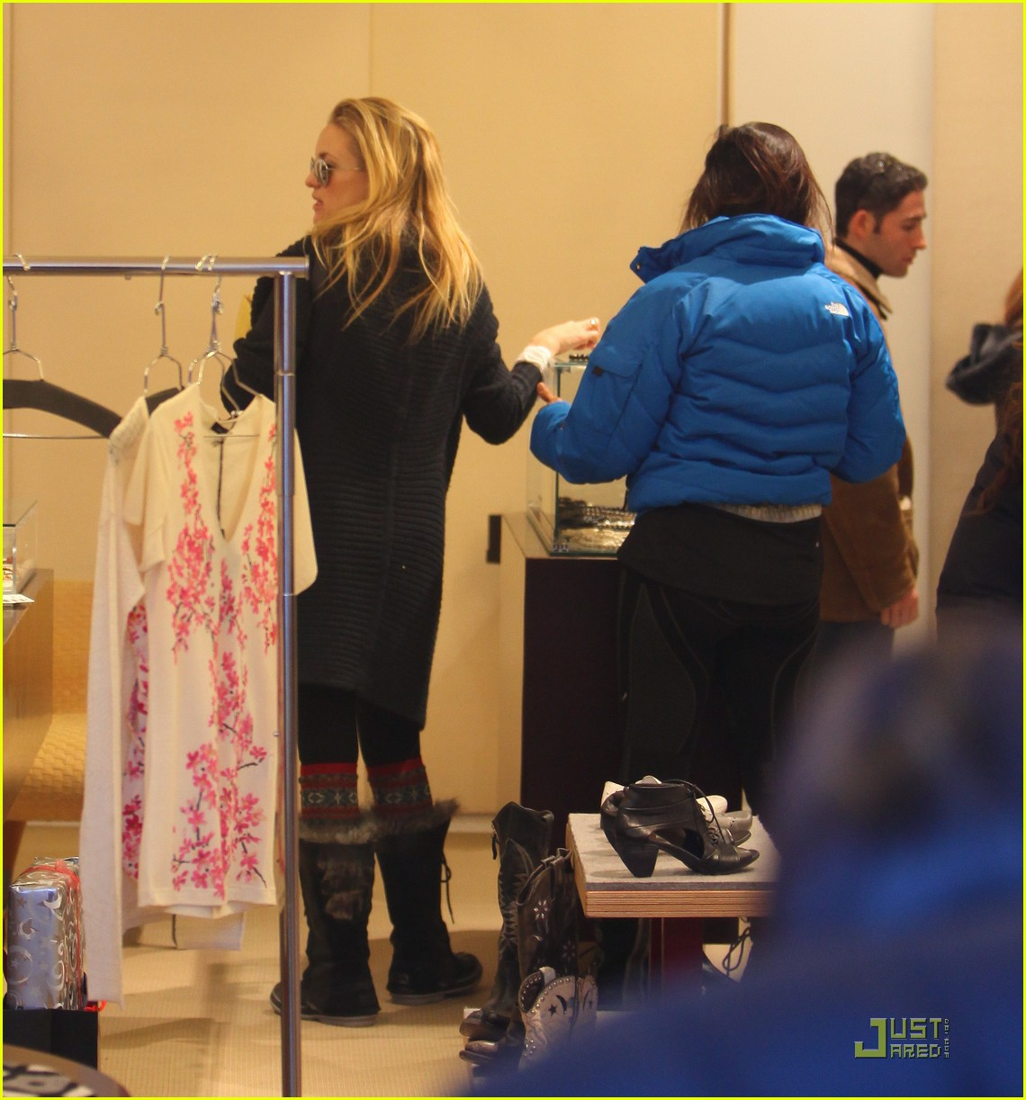 kate hudson matt bellamy aspen 102506293